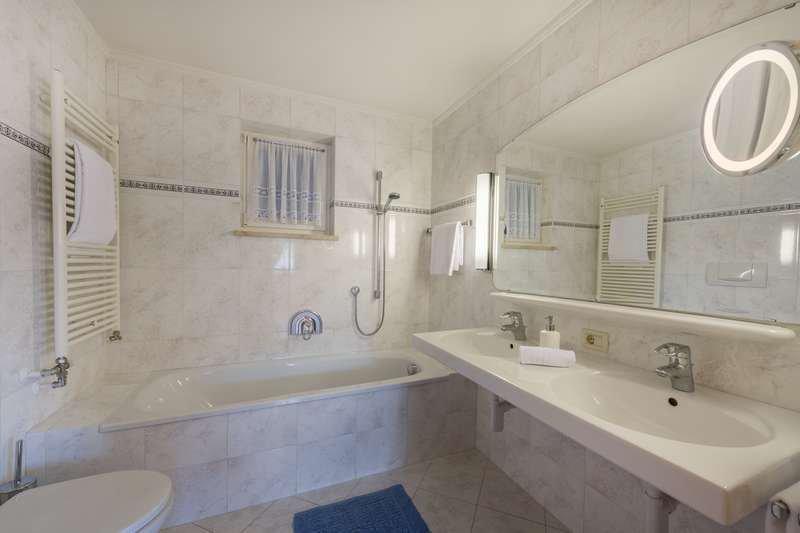 appartement-alpenrose-anemone-badezimmer