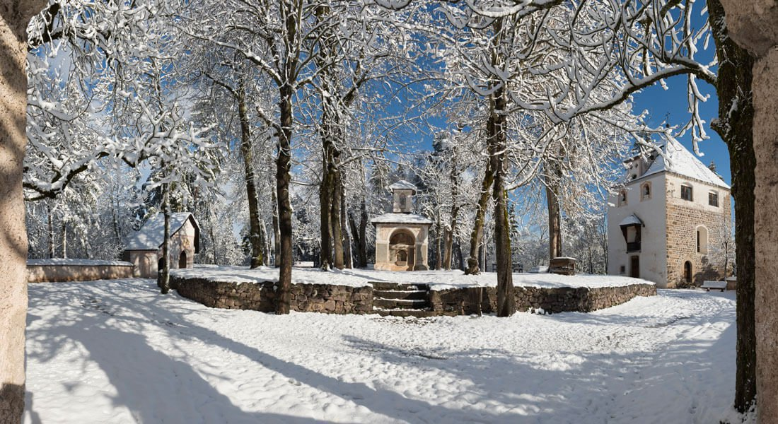 Idyllic winter walks on the Kofel trail