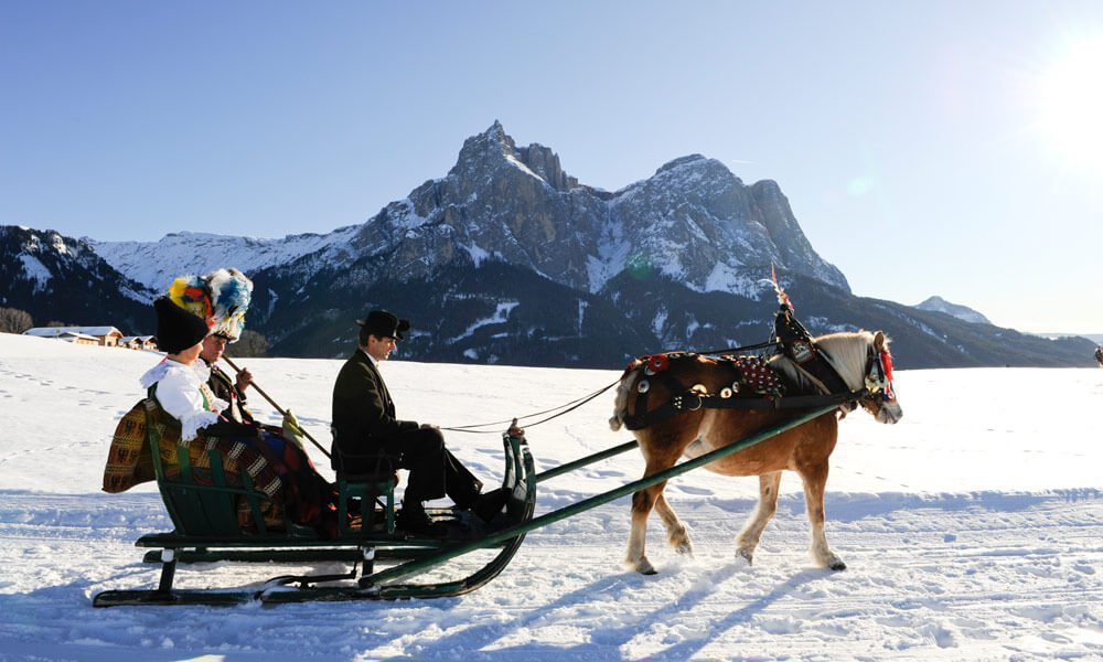 Toboggan & Horse sledge rides – Winter fun in South Tyrol